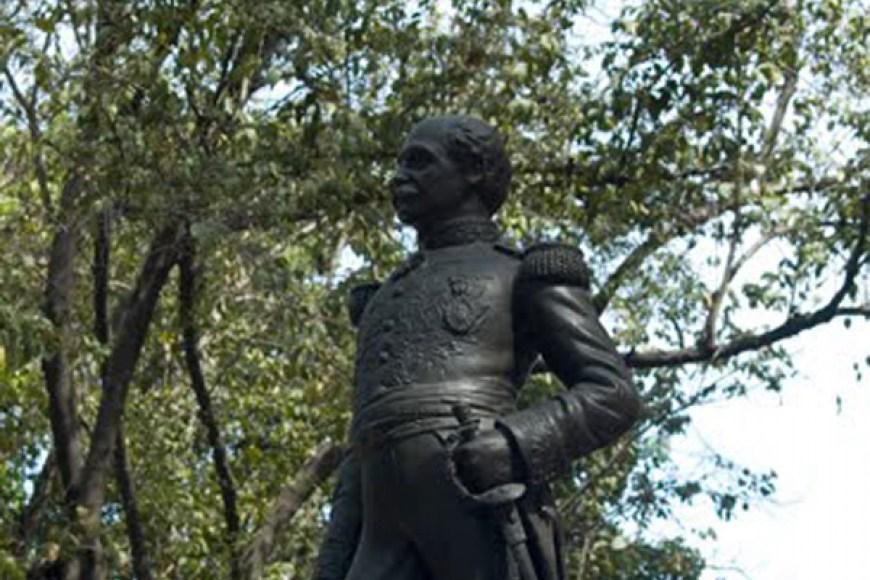 Estatua pedestre de Juan Crisóstomo Falcón